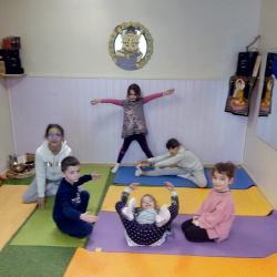 la crèche en posture de yoga !