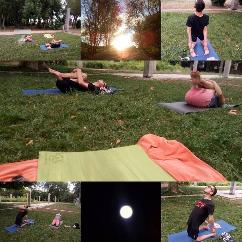 Séance de yoga en extérieur